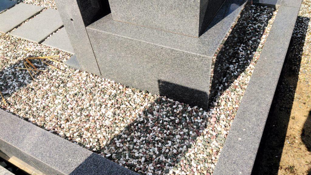 お墓の除草塩を使って2ヶ月後の状態 雑草がほとんど生えていない